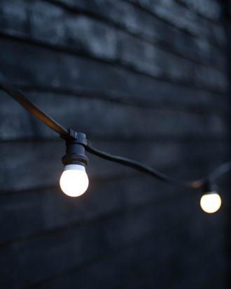 Hanging festoon lighting